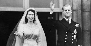 Il saluto di Carlo e della regina Elisabetta al principe Filippo