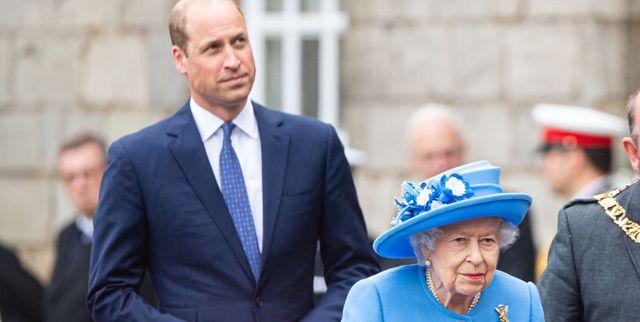 il principe william e la regina elisabetta insieme a un evento in scozia