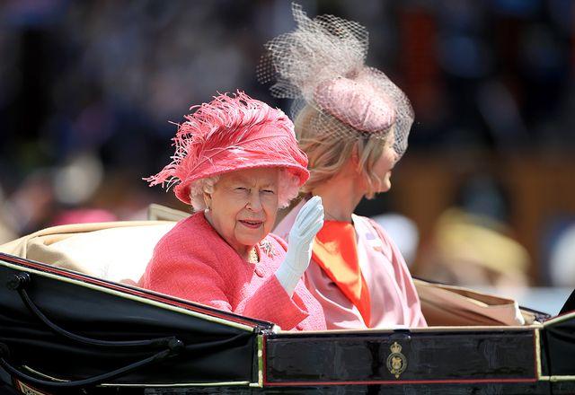 perché la regina elisabetta non si è vista al royal ascot 2021