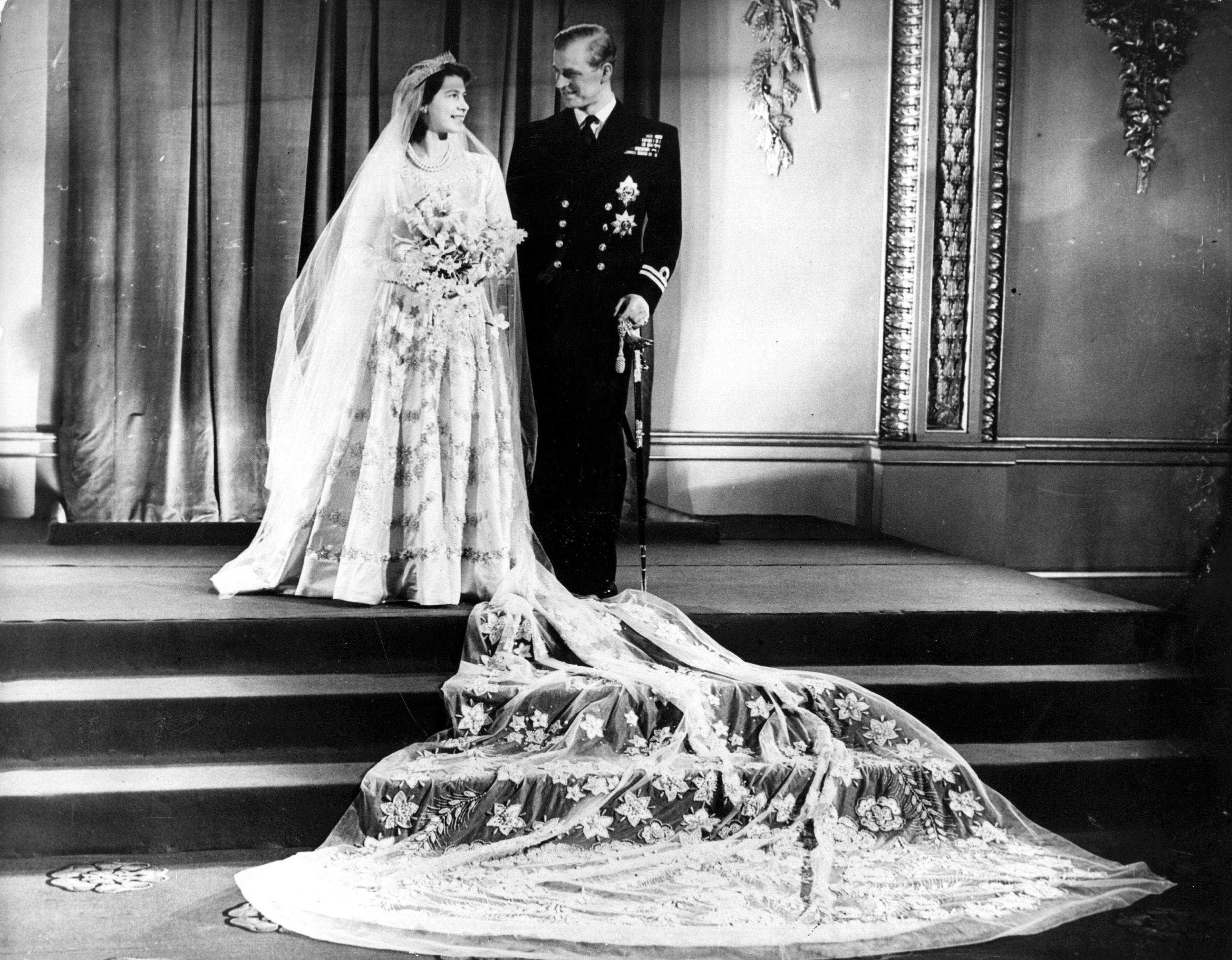Sai tutto sull'abito da sposa della Regina Elisabetta? Da più di 70 anni anni è il simbolo del suo matrimonio