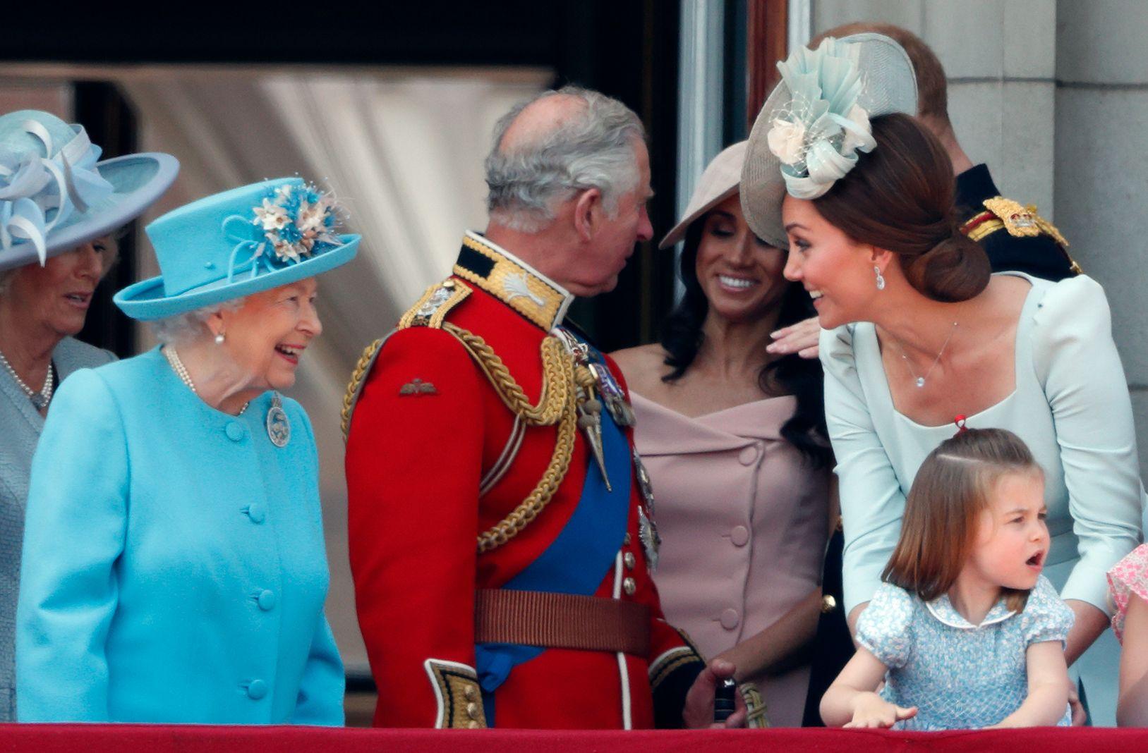 Royal Family, i 18 momenti mamma-figlio più dolci, dalla Regina a Kate Middleton