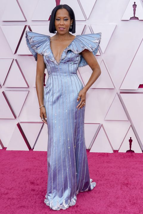 regina king in louis vuitton at the oscars in 2021
