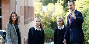 reina Letizia americana cuadros Sandro zapatillas negras colegio Leonor y Sofía
