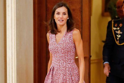 La Reina Letizia Amortiza Sus Vestidos De Carolina Herrera