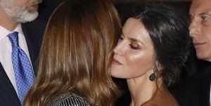 La reina Letizia y Julianna Awada protagonizan un reñido duelo de estilo en la recepción de honor organizada por los reyes en Argentina