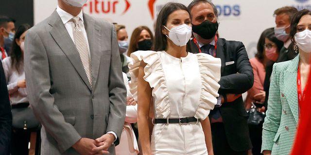 la reina letizia con mono largo blanco de la firma de inés domecq the iq collection