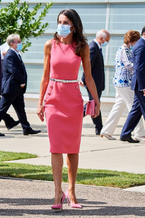 la reina letizia con vestido rosa