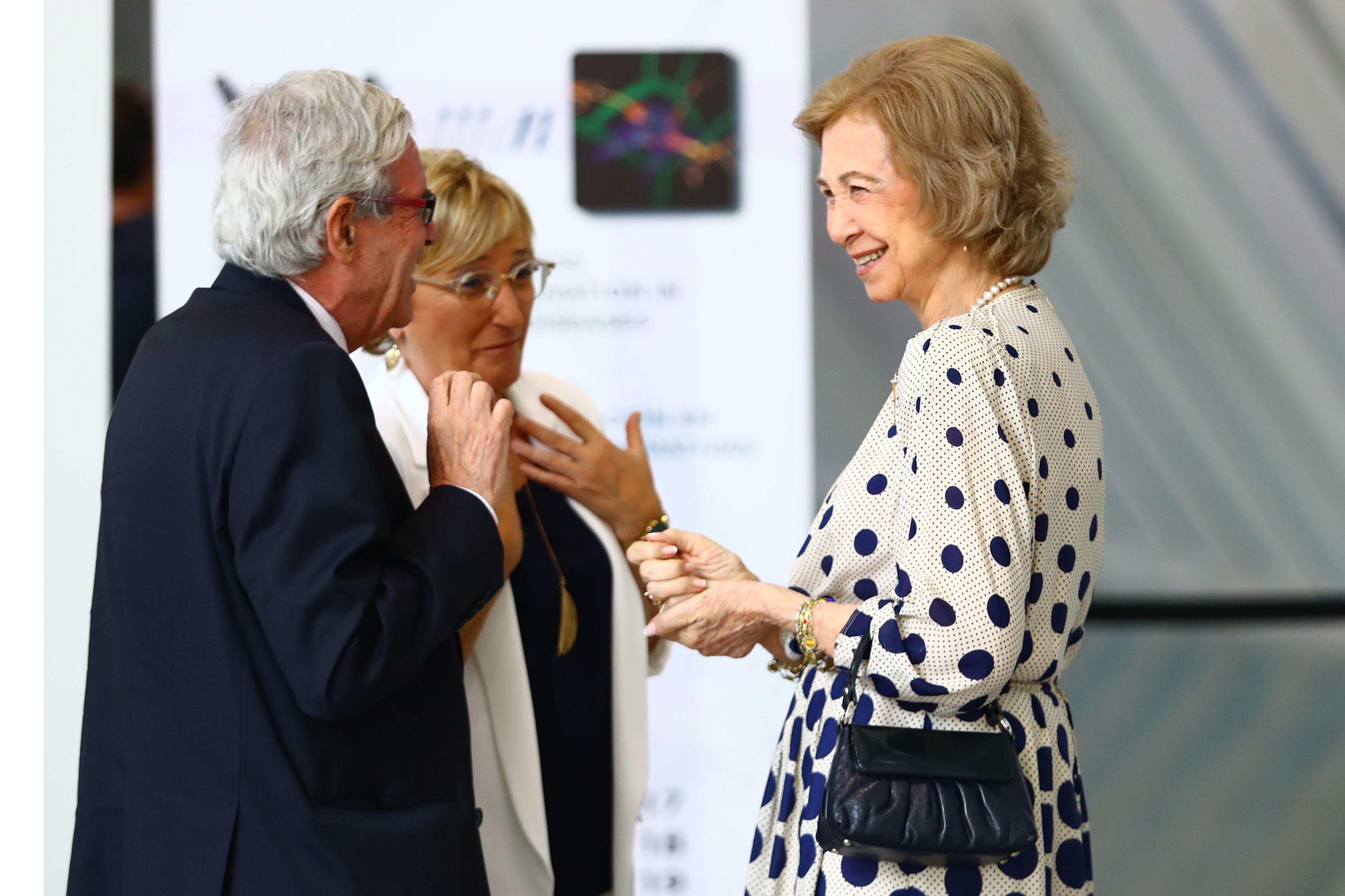 La reina Sofía estrena dos looks que le quitan años