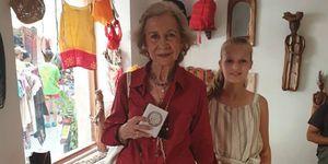 infanta Sofía, princesa Leonor, reina Letizia, reina Sofía, Las reina Sofía y Letizia se llevan a la princesa Leonor y la infanta Sofía de compras, Nuevo plan de chicas en la realeza española, Las reina Sofía y Letizia se van de compras con la princesa Leonor y la infanta Sofía, La princesa Leonor y la infanta Sofía de compras con las reinas Letizia y Sofía
