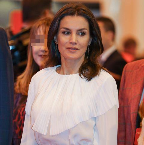 La reina Letizia estrena look en la inauguración de Fitur 2019