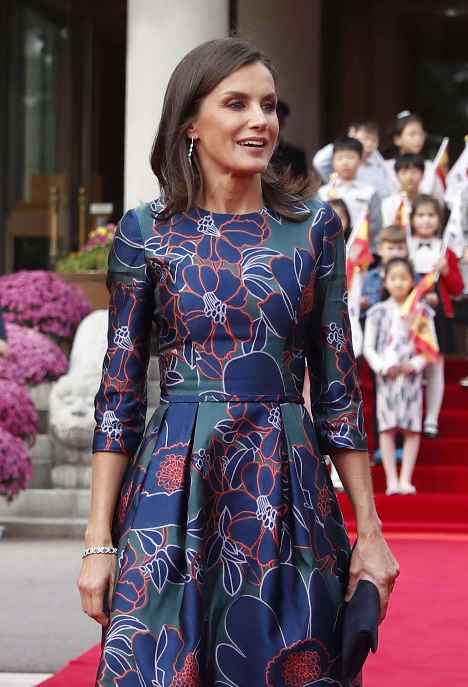 La reina Letizia repite el modelo con el que 'conquistó' a Carlos de Inglaterra