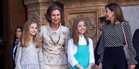 Las reinas Letizia y Sofía, con la princesa Leonor y la infanta Sofía en la Misa de Pascua 2018 en Palma de Mallorca