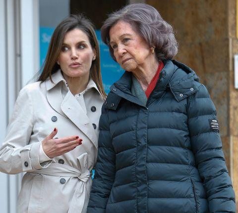 Las reinas Letizia y Sofía visitan al rey emérito Juan Carlos en el hospital