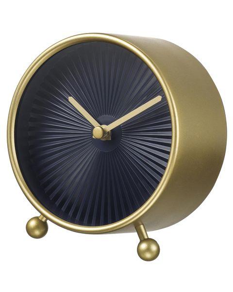 Reloj de mesilla en negro y dorado en Ikea