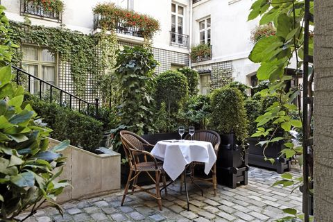 Property, Courtyard, Building, Real estate, Patio, Apartment, Backyard, Room, House, Architecture,