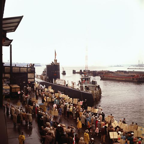 crowd welcoming home submarine crew
