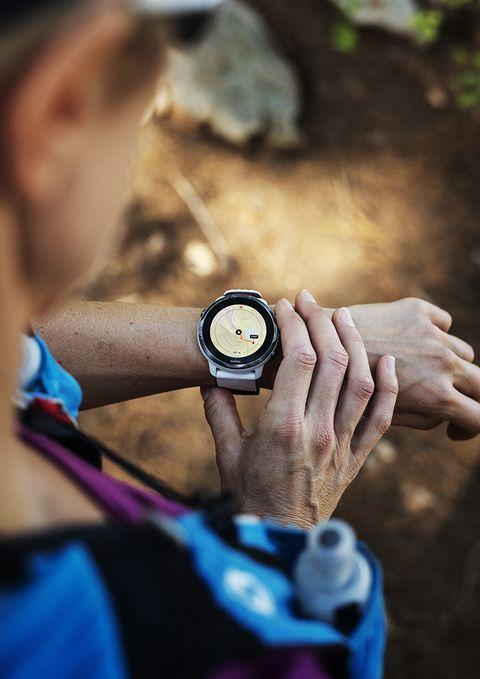 Suunto 7 es un reloj inteligente y deportivo, capaz de sugerirte nuevas rutas.