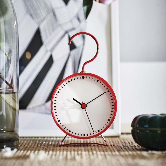 reloj de mesa color rojo sniffa