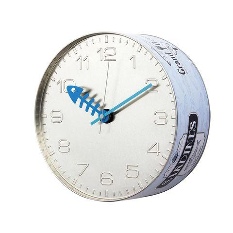 reloj de pared con forma de lata de conserva