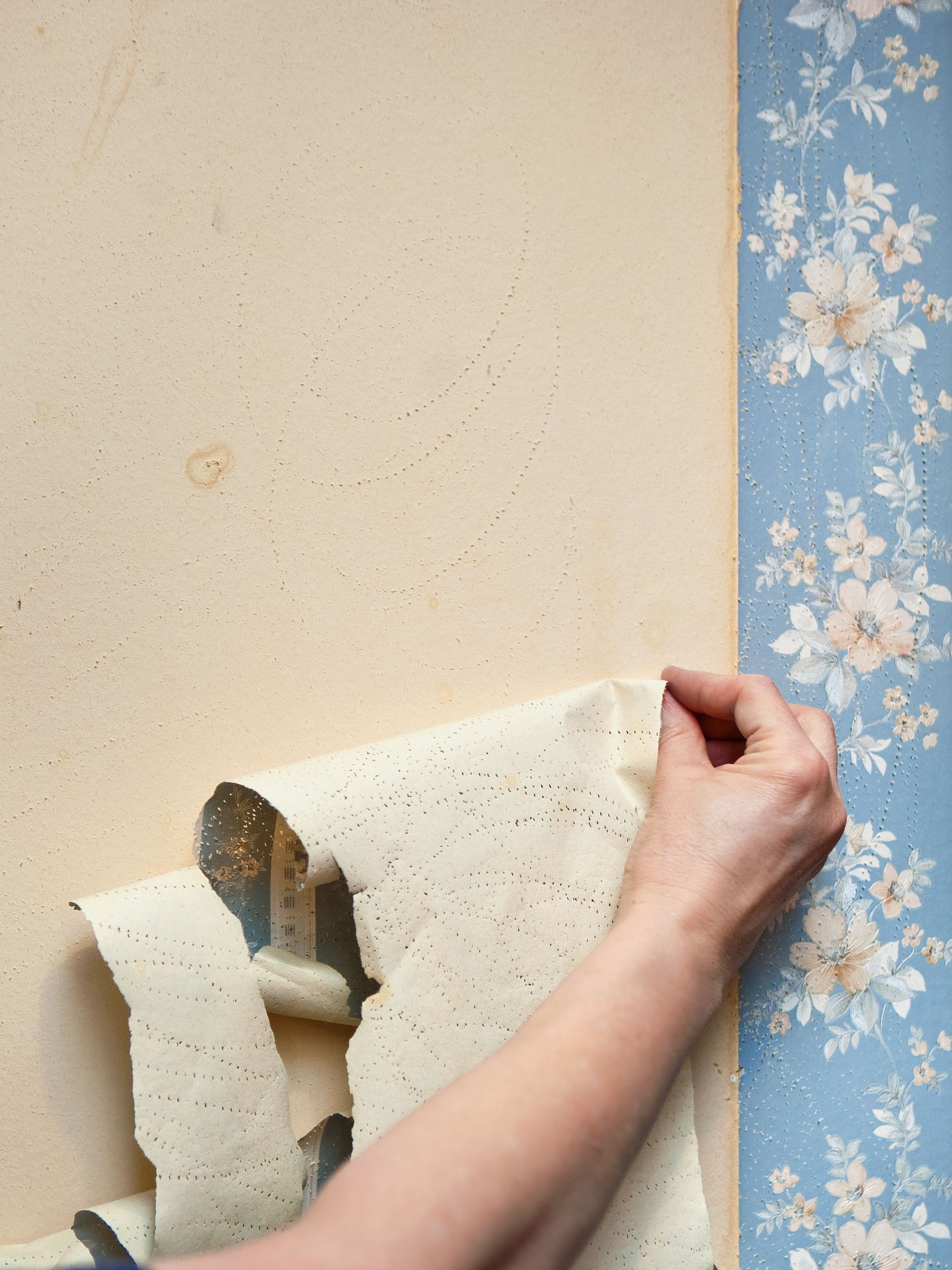 How To Remove Wallpaper - 7 Easy Steps