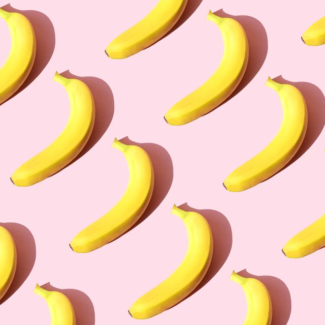 repeated banana on the pink background