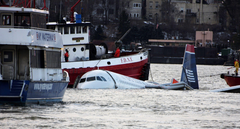Flight 1549 Landing In Hudson River Captain Sully Sullenberger
