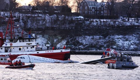US Airways Passenger Jet Crashes Into Hudson River By NYC