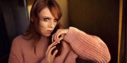 Face, Beauty, Skin, Lip, Scarf, Sweater, Brown hair, Eye, Wool, Knitting,