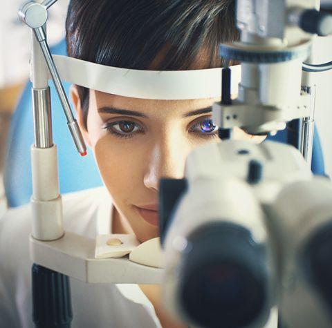 retinal detachment symptoms, causes and treatment options