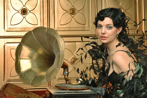 retro flapper girl and gramophone