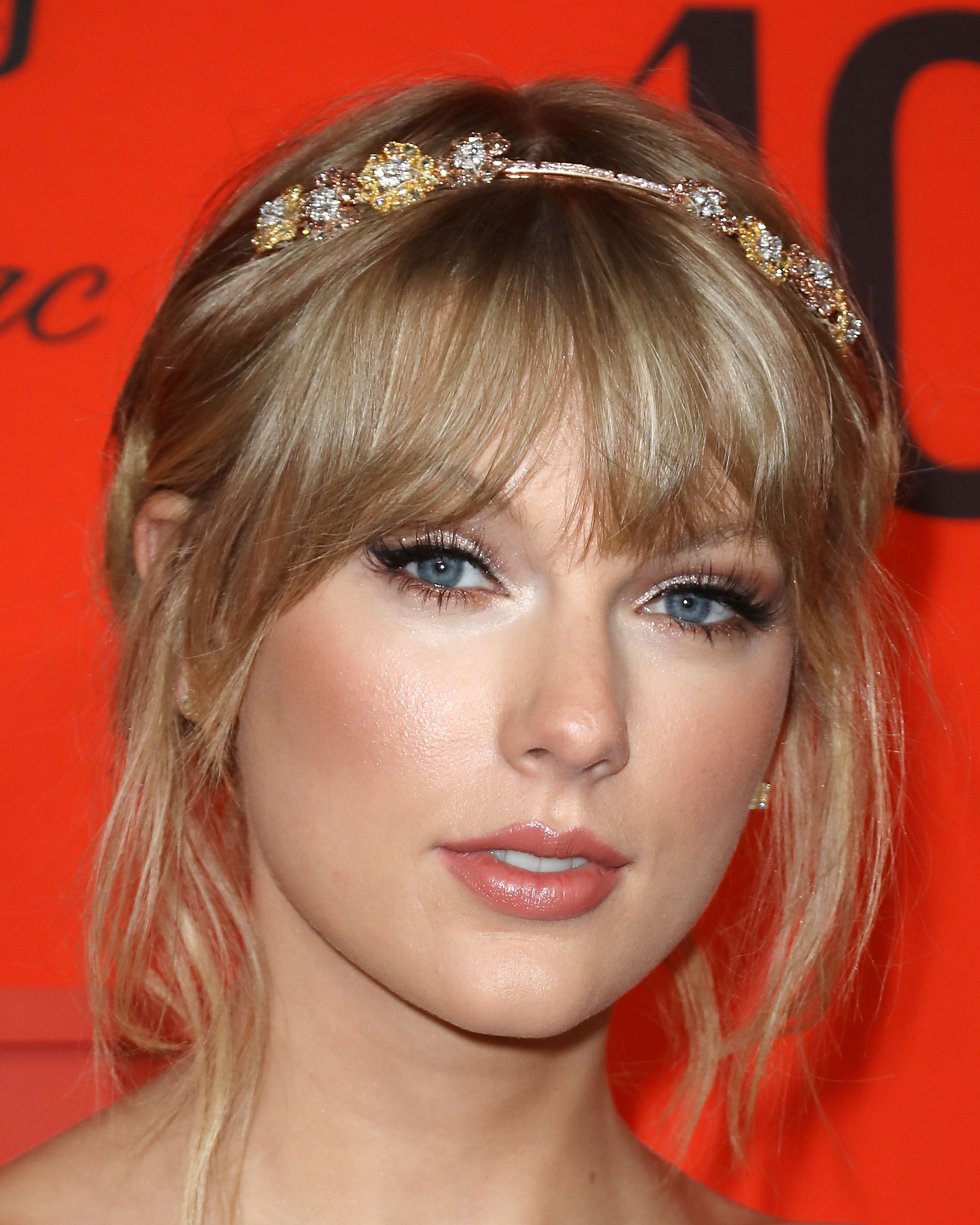 Every One Of Taylor Swift's Award-Winning Hair And Make-Up Looks