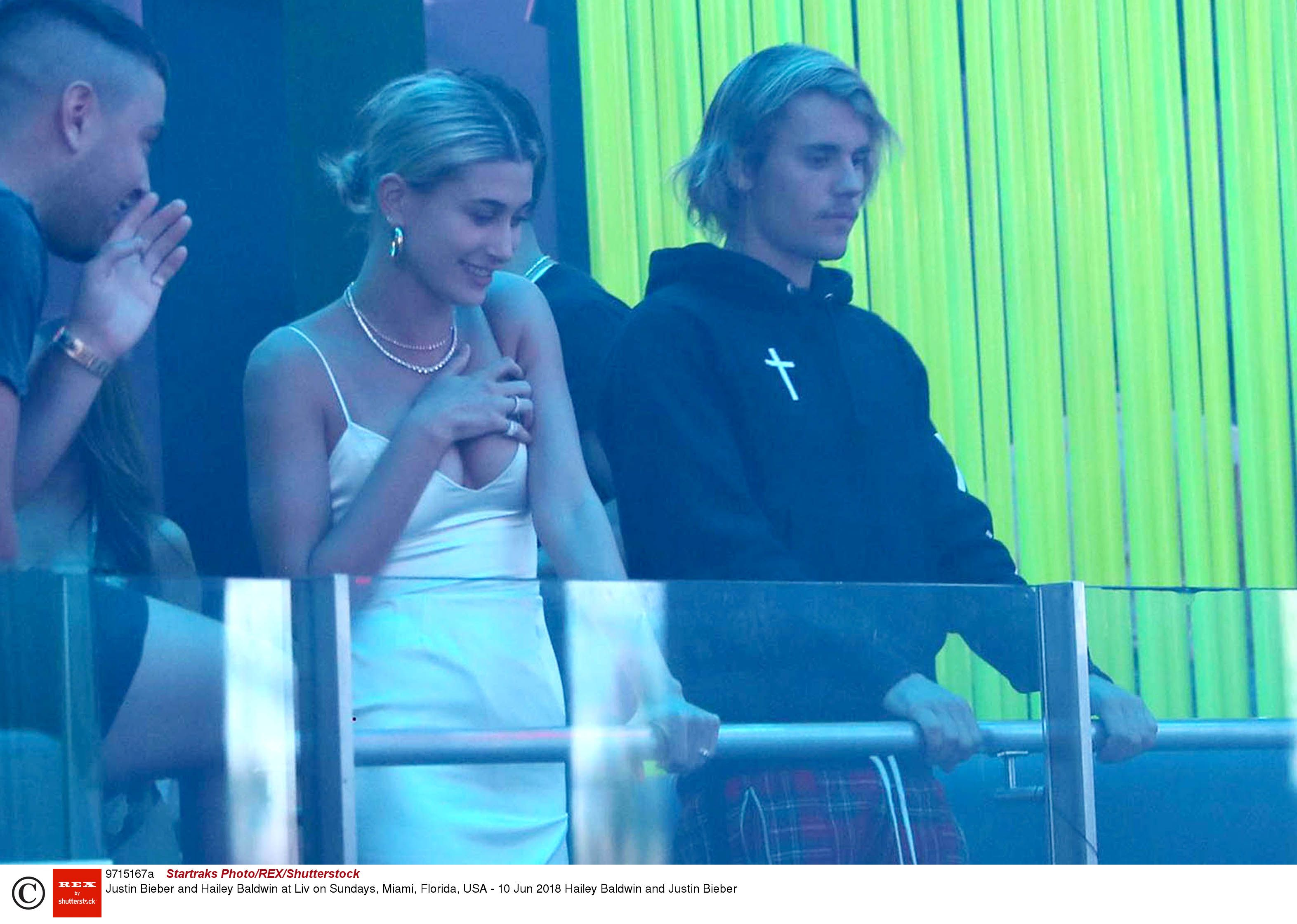 who was justin bieber dating in 2015