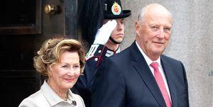 Harald y Sonia de Noruega a su llegada a la catedral de Oslo