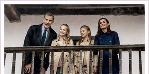 Los Reyes Felipe y Letizia con sus hijas Leonor y Sofía en el Christmas de 2019