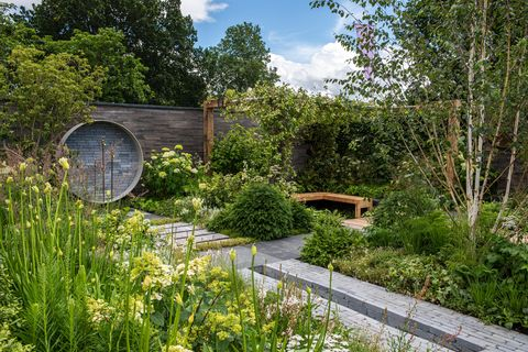 a place to meet again designed by mike long sponsored by the association of professional landscapers apl, kebur garden materials, creepers nurseries and landscape plus lifestyle garden rhs hampton court palace garden festival 2021 stand no 421