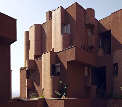 La Muralla Roja tiene competencia en Barcelona, el edificio Walden 7 de Ricardo Bofill