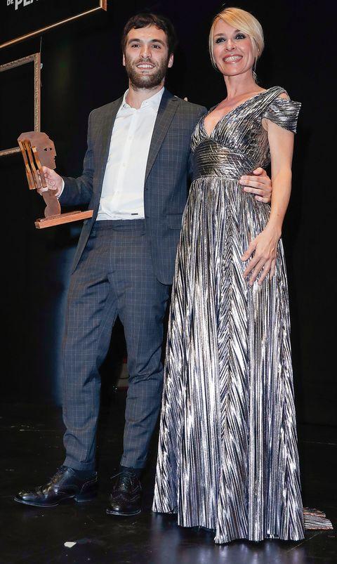 Ricardo Gómez, premiado, y Cayetana Guillén Cuervo en los premios Fotogramas de Plata 2018