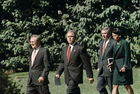 SLUG:NA/Bush DATE:9/17/01 (MC) PHOTOGRAPHER:Rich Lipski TWP CAPTION INFO:President Bush (center) wit