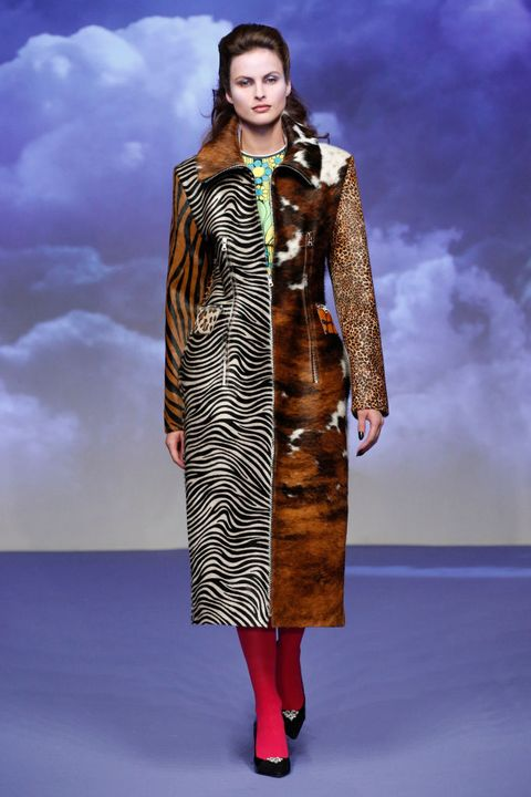 Fashion model, Fashion, Clothing, Fashion show, Runway, Fur, Fashion design, Fur clothing, Haute couture, Coat,