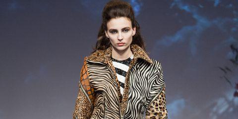 Fashion model, Fashion show, Fashion, Runway, Clothing, Fashion design, Haute couture, Fur, Outerwear, Event,
