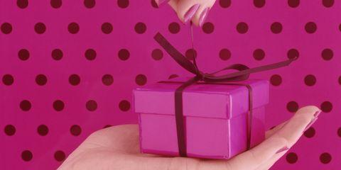 5427dfa0d0c60f Hai già pensato di fare regifting? Ricicla i regali di Natale senza ...