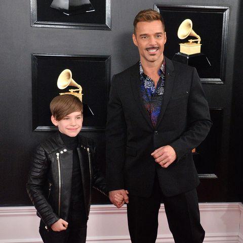 ricky martin y su hijo matteo en los grammy 2019
