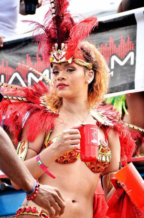 Rihanna, todo al rojo