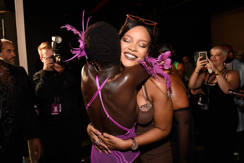 ser de Rihanna nos espectáculo ropa cómo moderna interior debería muestra un 8nwXP0Ok