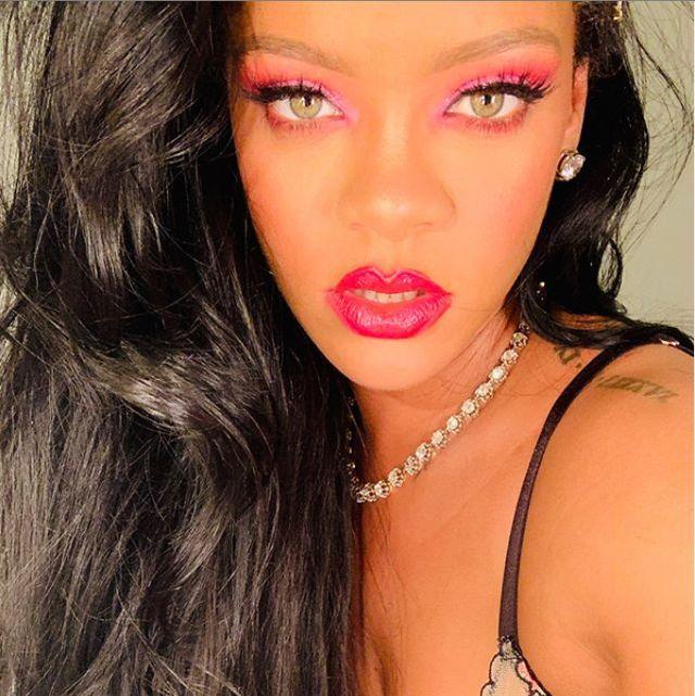 Hair, Face, Lip, Eyebrow, Beauty, Hairstyle, Nose, Pink, Skin, Cheek,