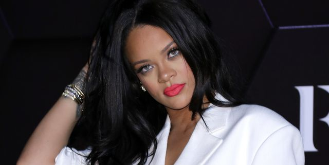 Rihanna Apologises To Family And Friends, Admitting She's 'Overwhelmed'