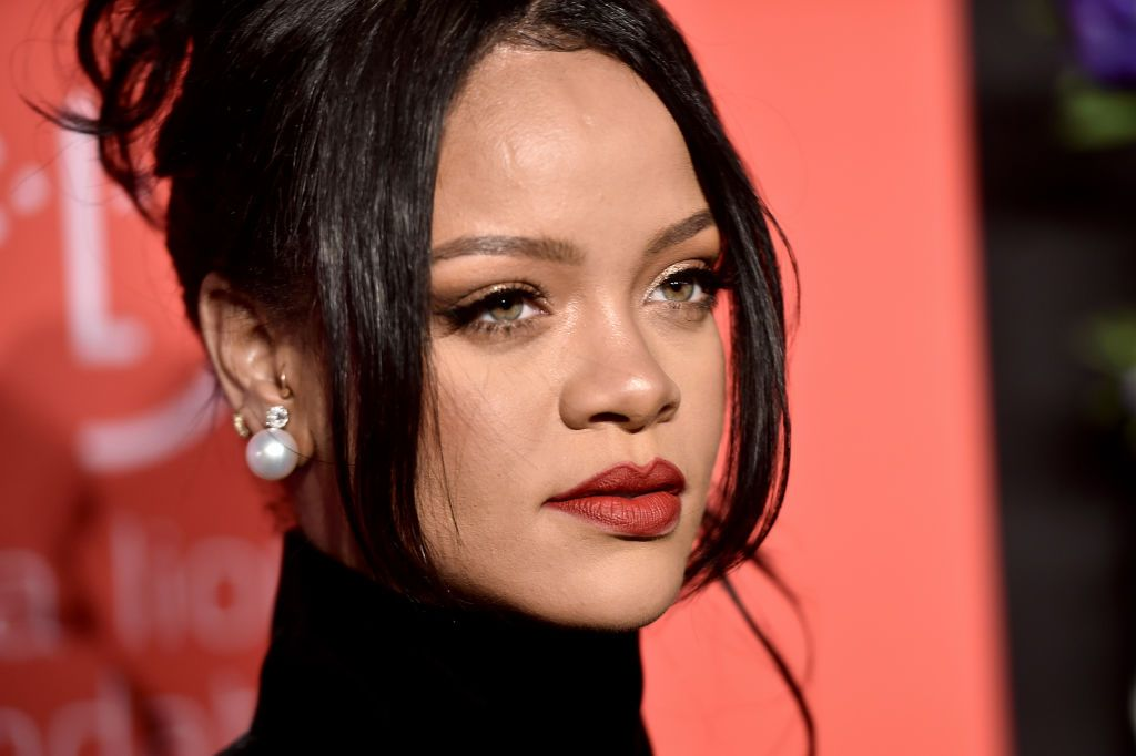 Rihanna to launch an autobiographical book