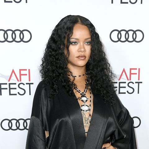 long curly hairstyles   rihanna