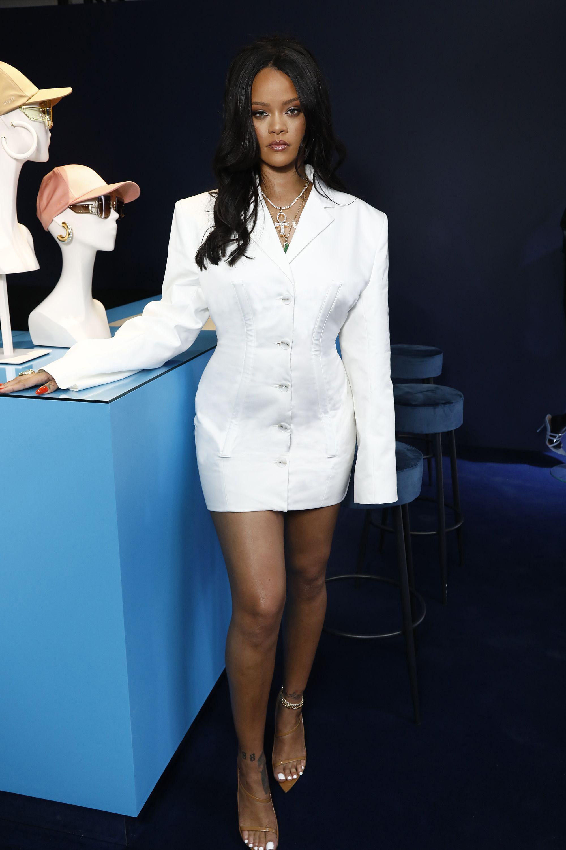 huge discount 6de0c c2599 Rihanna's Best Street Style - Rihanna's Best Looks