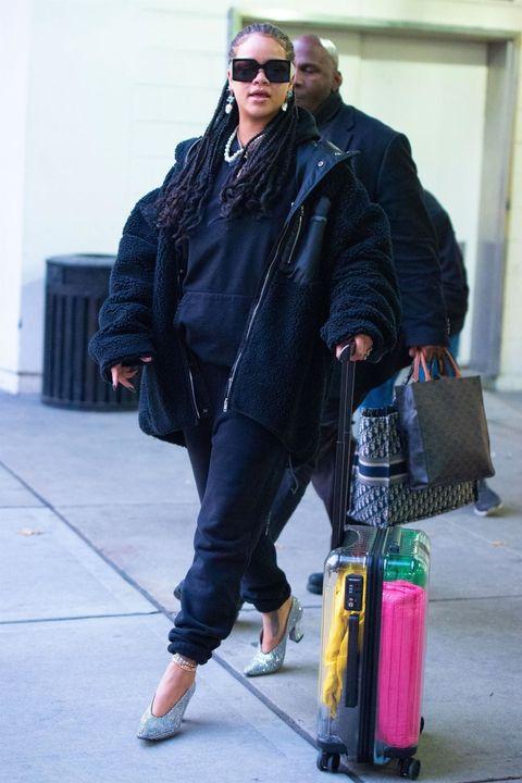 Street fashion, Fashion, Jeans, Sunglasses, Eyewear, Jacket, Outerwear, Cool, Glasses, Textile,